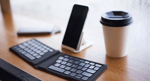 Kanex travel keyboard for smartphone
